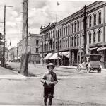 Looking west on King St. E. at Celina Street, 1910