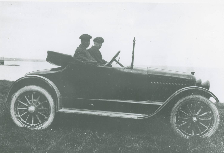 McLaughlin-Buick down at the lake, c. 1915